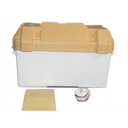 Batteribox i syrafast plast. Med lock och  fastsättningsrem. 395 x 190 x 270 mm.